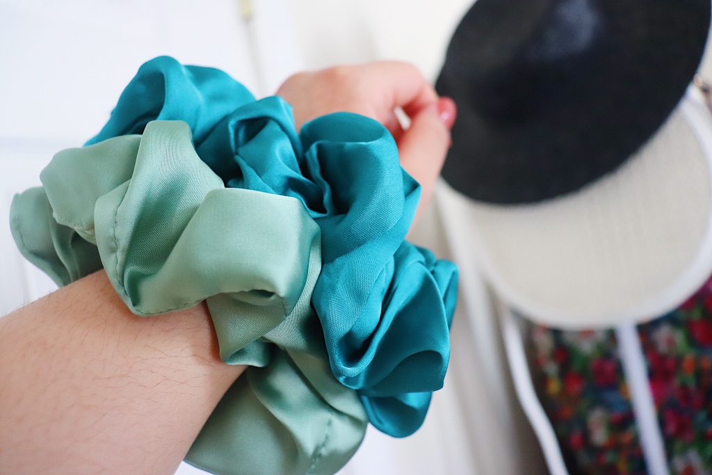 HelloHiBelHair Oversized Scrunchie